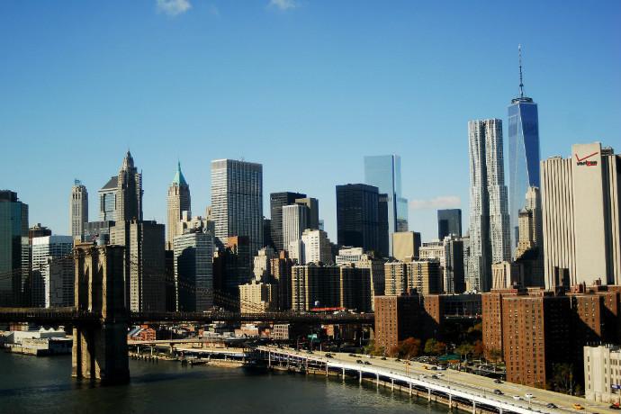 "Image ""New York City – Skyline & Brooklyn Bridge"" © Flickr userDibady"
