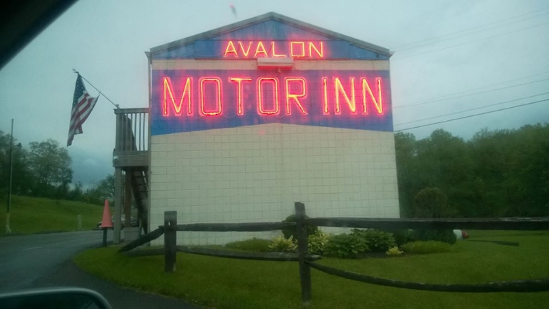 The Avalon Motor Inn (Image © Gabriel Ricard).