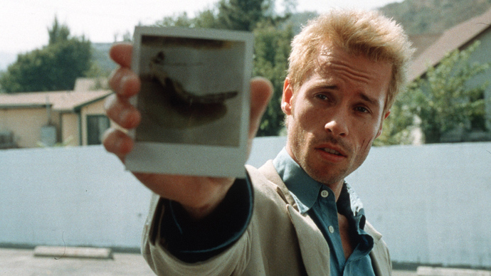 Guy Pearce in Christopher Nolan's breakthrough film, Memento (Image © Newmarket Films).