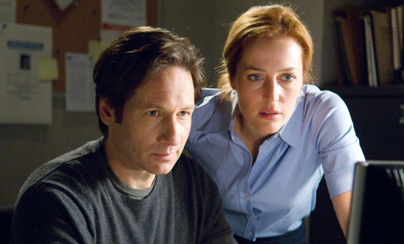 David Duchovny and Gillian Anderson, returning to  The X-Files  in 2016 (Image © Netflix)