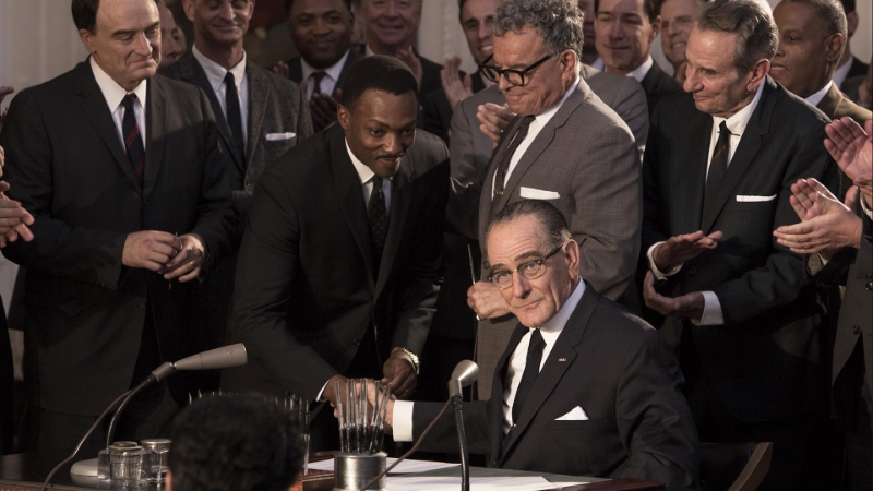Anthony Mackie as MLK and Bryan Cranston as LBJ in  All the Way  (Image  ©  HBO).
