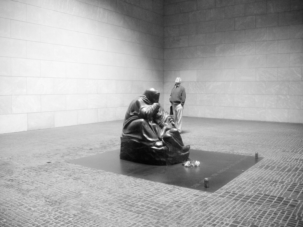 Memorial to the Victims of War and Tyranny, Berlin