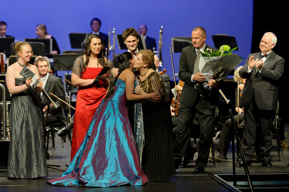 Stacey Alleaume receiving the winning prize from Dame Malvina Major. Photo: © Tony Whitehead.