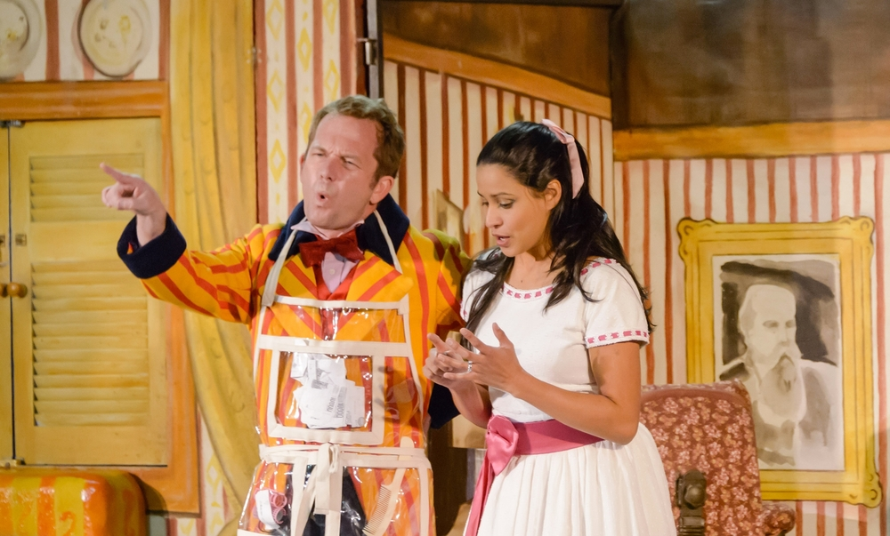 Stacey Alleaume as Rosina, Jon Bode as Figaro. Photo: ©  Albert Comper
