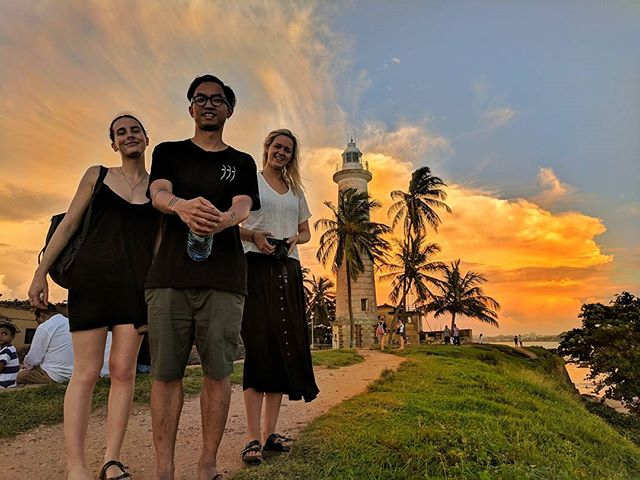 3 bootiful people and 1bootiful sunset.
