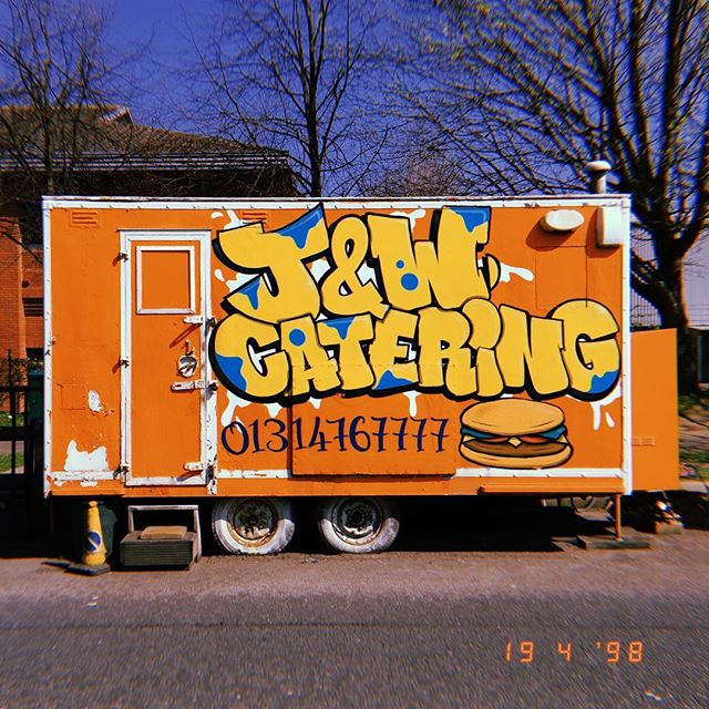 Good god! I walked passed this #graffiti signed #burgervan and thought it would go just nice with the #1998style of @hujiofficial app! I must say I am pretty happy with it, reminds me of 00's @mtv . . #graffiti #signage #signwriter #signwriting #foodtruck #streetfood #edinburgh #edinburghfood #edinburghfoodie #picoftheday #photooftheday #photography #photographer #00sfashion