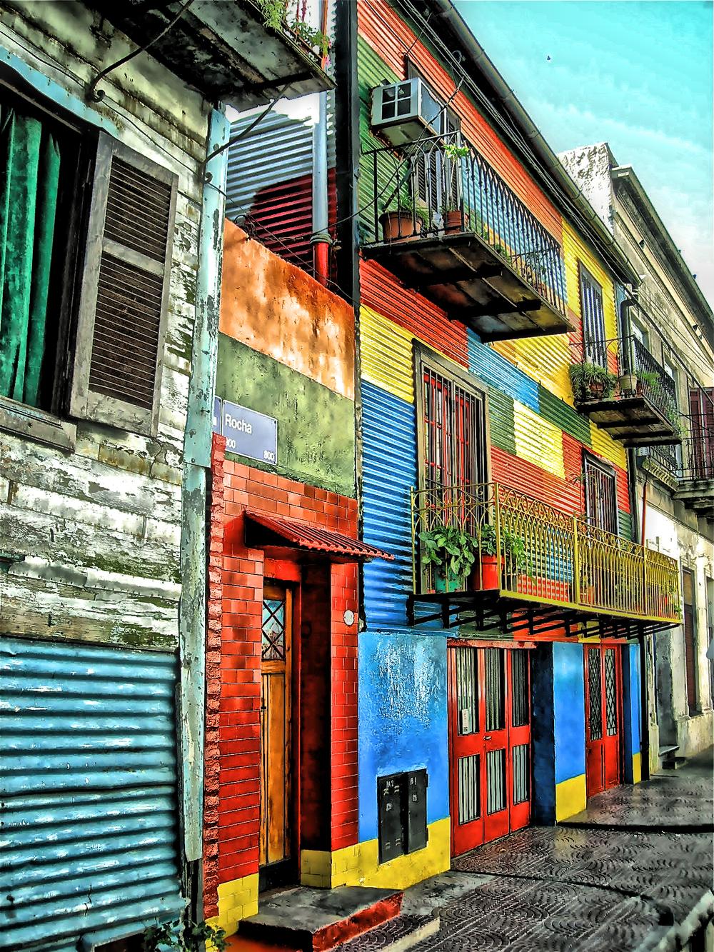 Hot Buildings in La Boca  L104