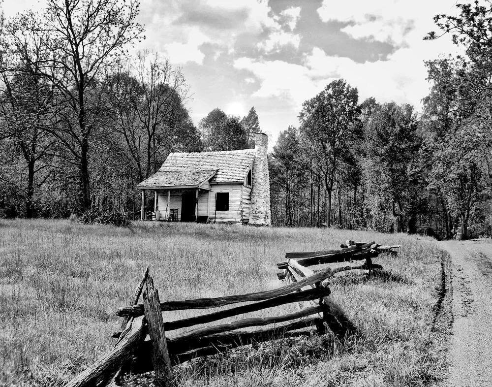 Rustic Log Cabin  B106