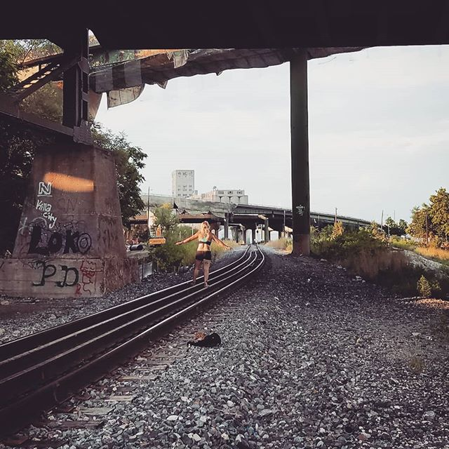 More fall please. Let's go carve pumpkins and get spoopy. 🍁 . . . . #kansascity #findyourself #dailyinspiration #train #travelmore #wonderlust #expandyourplayground #explore #experience #travel #wanderlust #travelgram #travelgirl #outdoors #adventurethatislife #fall #scenery #beautiful #travelphotography #love #sunset #naturelover #adventure #views #wander #photooftheday