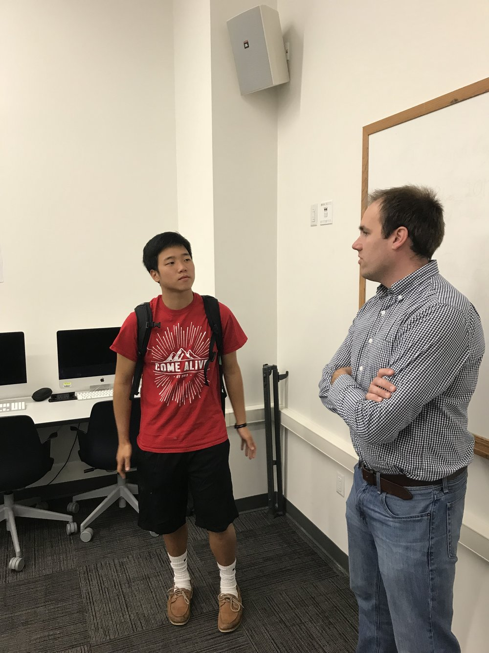 Roanoke Times Sportswriter Andy Bitter visits with a Virginia Tech student in the Sport Journalism class at Virginia Tech.