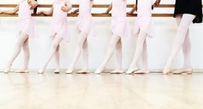 040f333f9acdf0cd56426245cf4b05d1--baby-ballet-ballet-barre.jpg