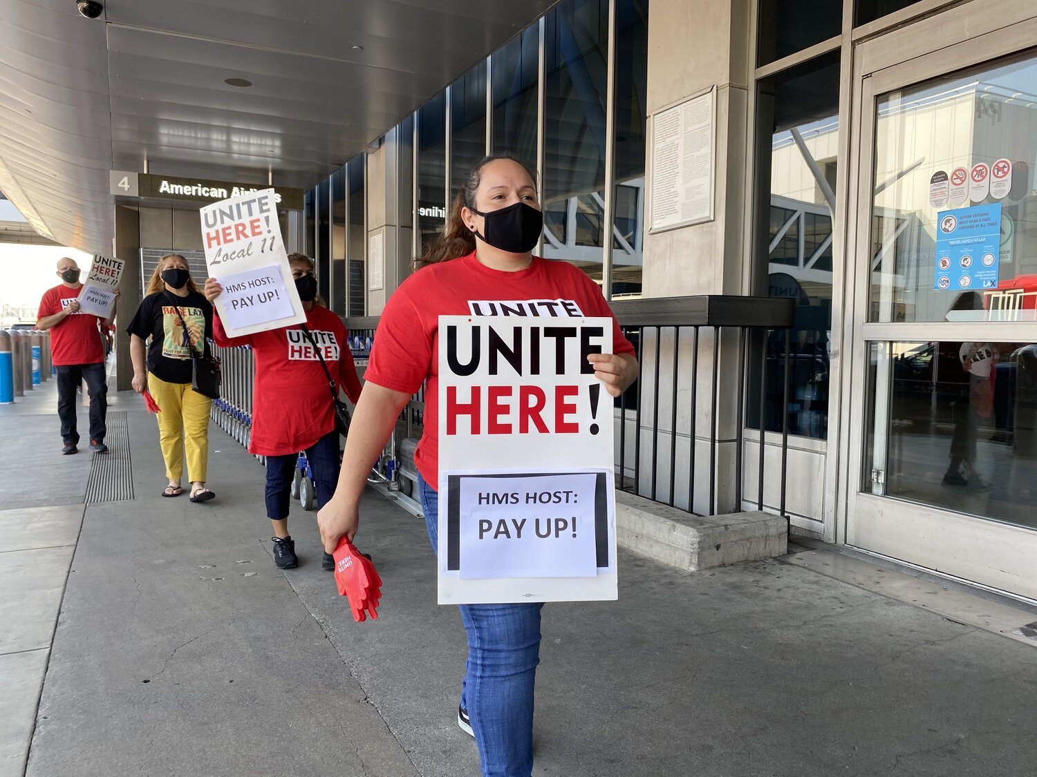 Press Release Lax Workers Protest Alleged Violation Of Lax Minimum Wage Law Activists Claim Hms Host Is Ineligible For Rent Relief Unite Here