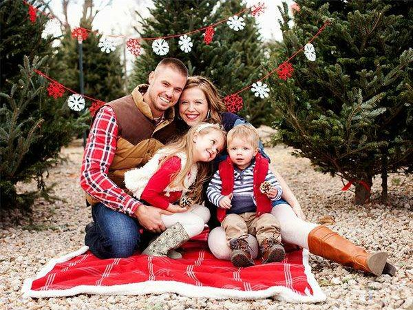 5 Background Ideas For Holiday Portraits Cameragiveaways Com