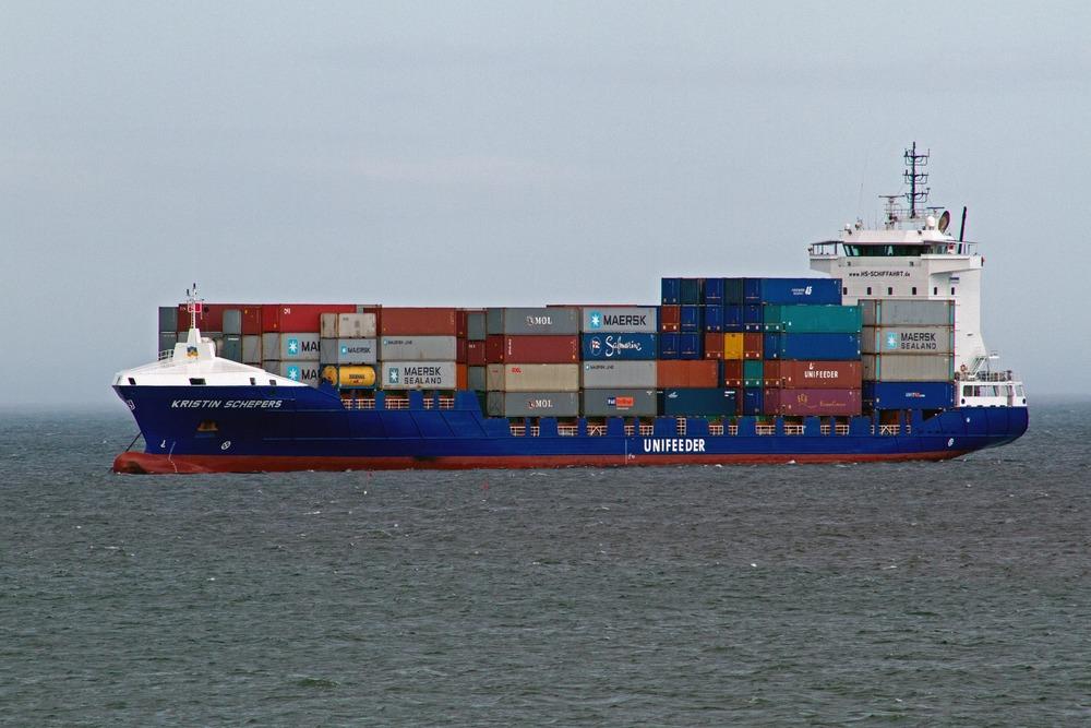 shipping-1078102_1920.jpg