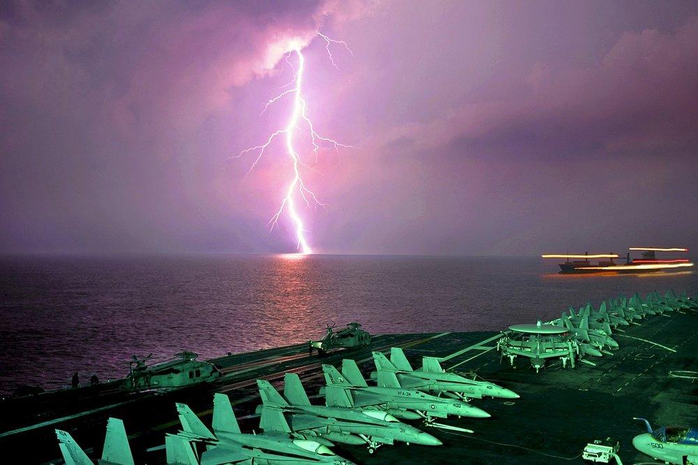 lightning-680384_1280.jpg