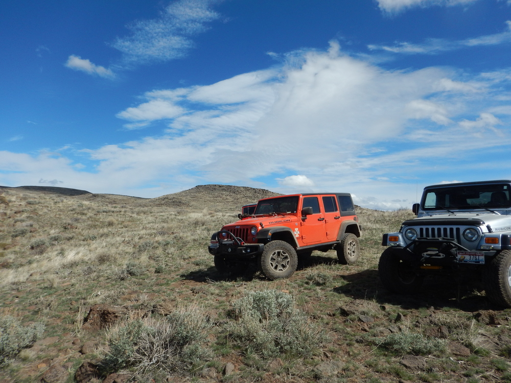 Jeeps south of the Gooding HP spring.JPG