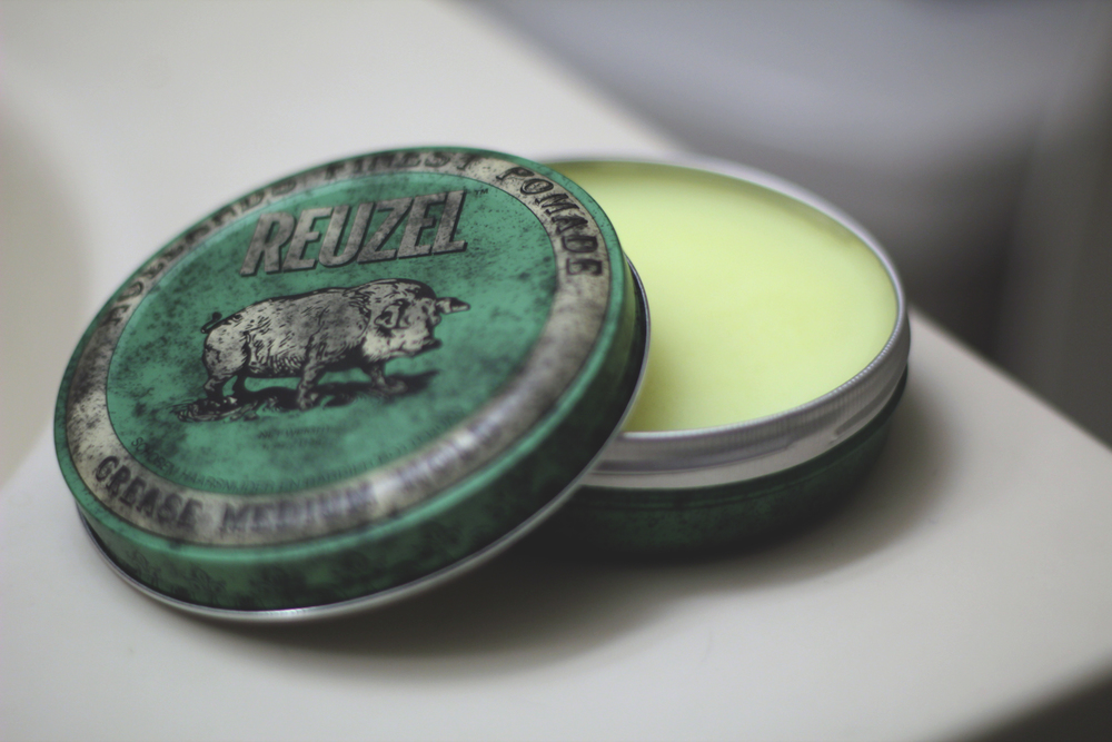 Reuzel Grease Medium Hold Pomade texture