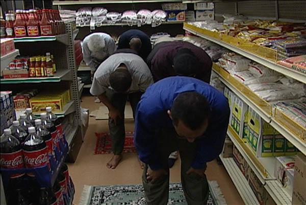 Afbeeldingsresultaat voor muslims praying at work