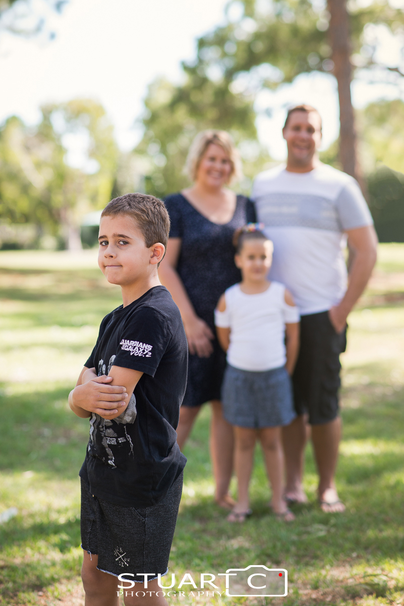 outdoor family portraits in clayton park off moreton terrace beachmere