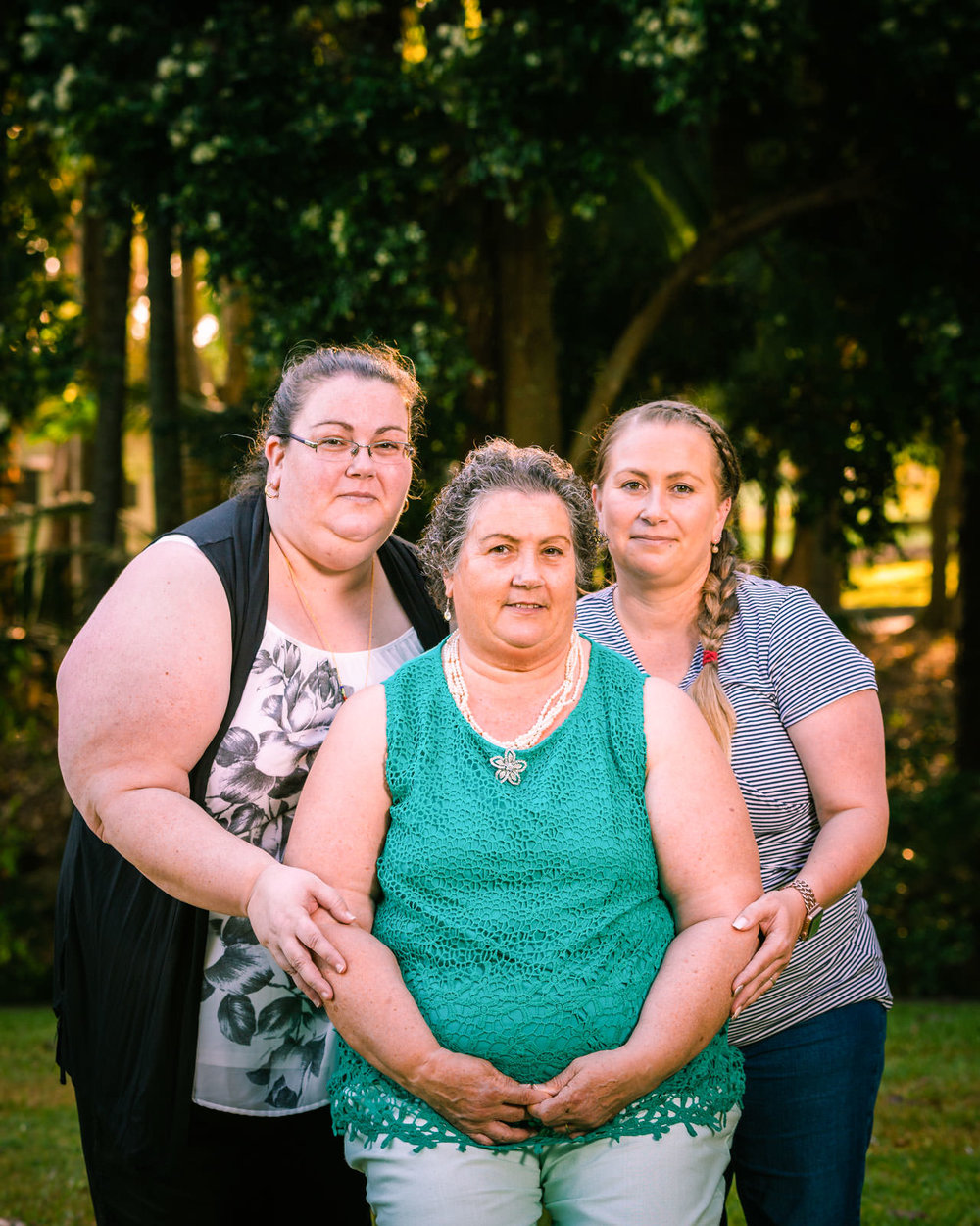 mum and daughters family portrait in centenary lakes caboolture