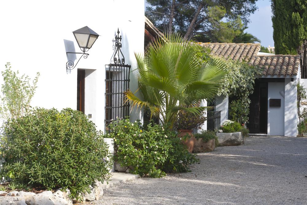 28a Masia Pairal entrance main villa.jpg