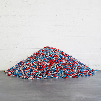 "Felix Gonzalez-Torres , ""Untitled"" (USA Today),"" 1990, © The Felix Gonzalez-Torres Foundation, Courtesy of Andrea Rosen Gallery, New York."