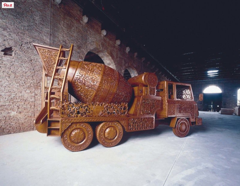 "Wim Delvoye, View of the exhibition ""dAperTutto"" in 1999 at 48e Venice Biennial Venice (Italy) Courtesy: Emmanuel Perrotin"