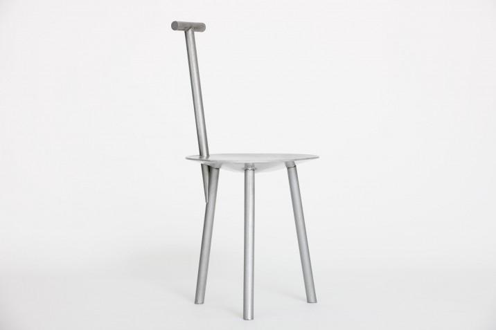 Faye-Toogood_Spade-Chair_Aluminium-Naked_WEB_01-716x477.jpg