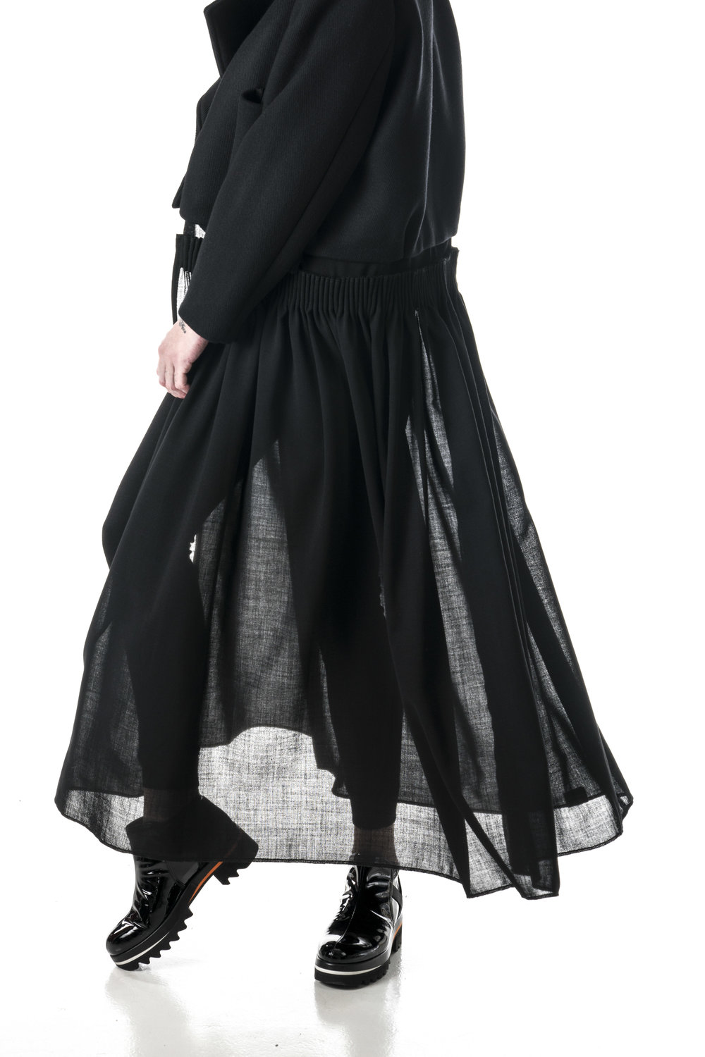 Jacket with removable skirt. Jacket in 800 gr wool, skirt in thin virgin wool. Folding/piping technique on skirt is very common in bunad skirts.