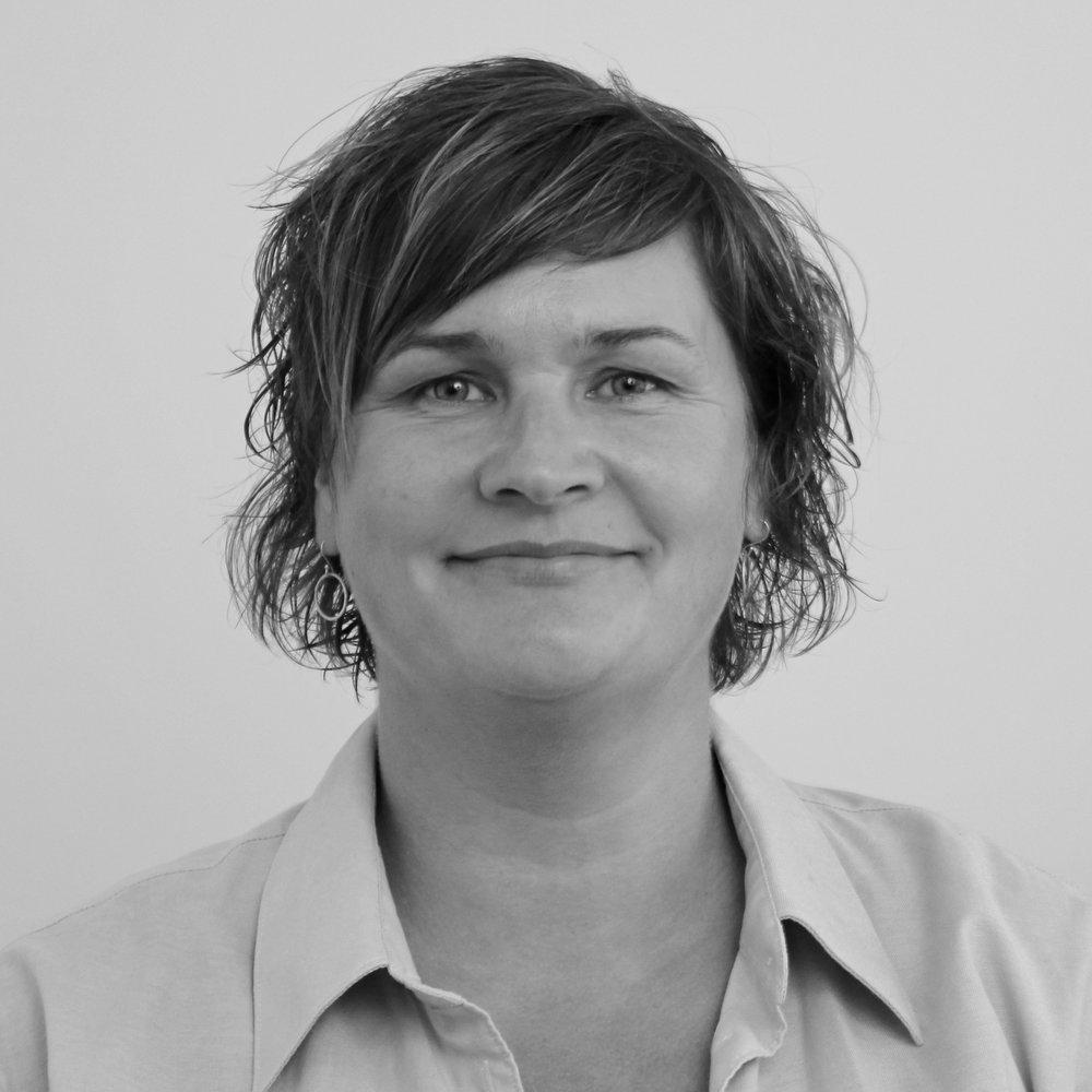Sonja   Heinecke (SH)   Pædagogisk  konsulent    Tlf.  54 60 40 40     sh@bindernaes.dk