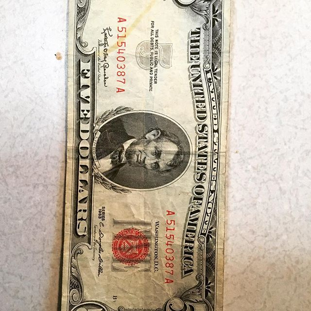 Happy New Year! It's fun to see how long money has been in circulation and what better place to witness that then a laundromat! This $5 is from 1963 @positivespinlaundry . . . . . #oldmoney #newmoney #laundromat