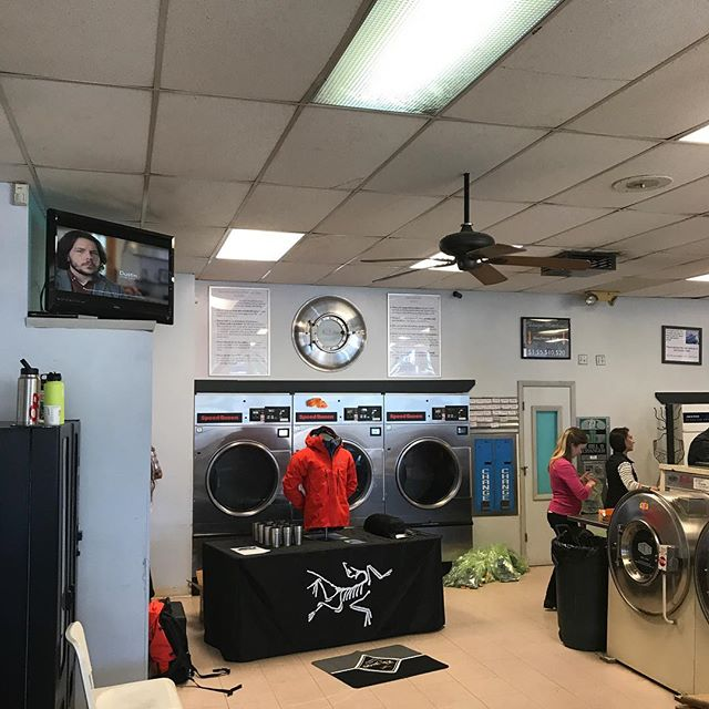 REI laundromat take over @positivespinlaundry . . #laundromattakeover #cleanclothes #waterproofing