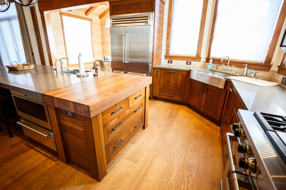 Merveilleux Full Kitchen In Rift Sawn Walnut.