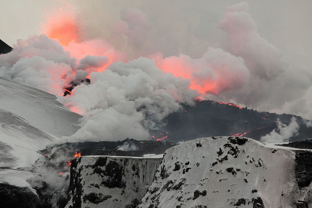 A fissure erupts in Fimmvörðuháls, Iceland, 2010.  Image via Wikimedia Commons .