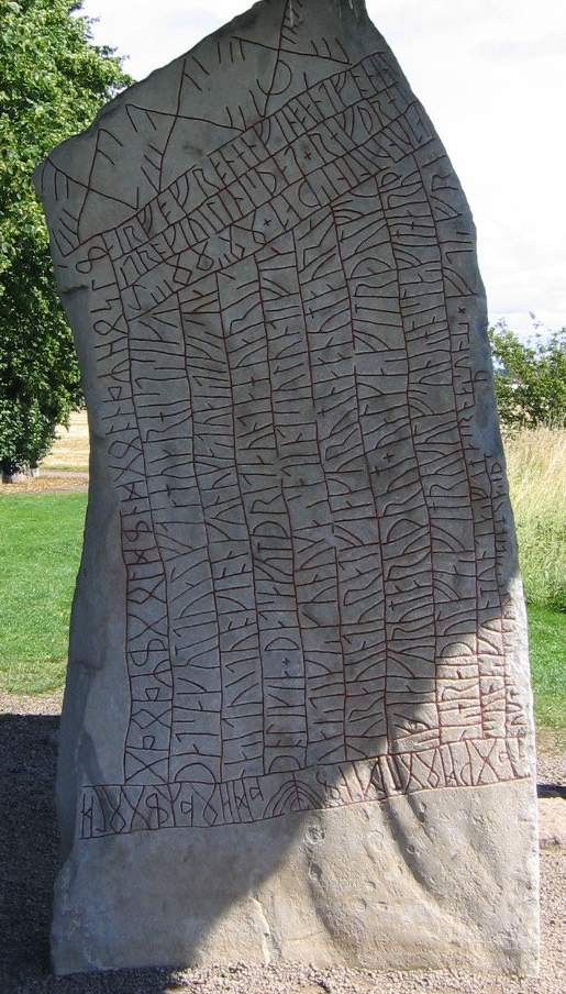 The Rök Runestone on a sunny day in southeastern Sweden. Image: Wikimedia Commons.