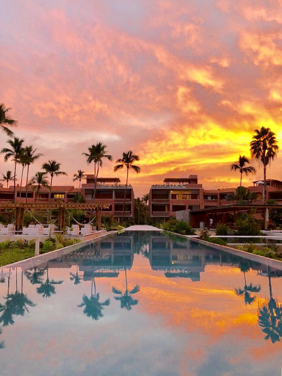 El Careyes Sunset main pool Dec2017.jpg