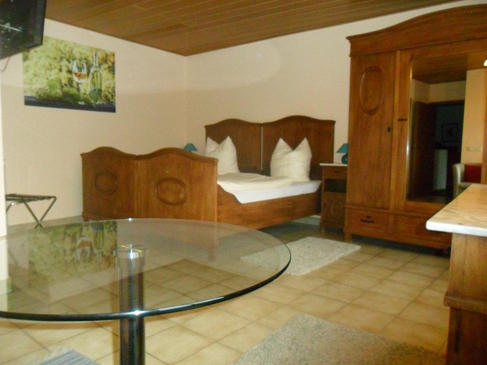 Burgunder- Zimmer -