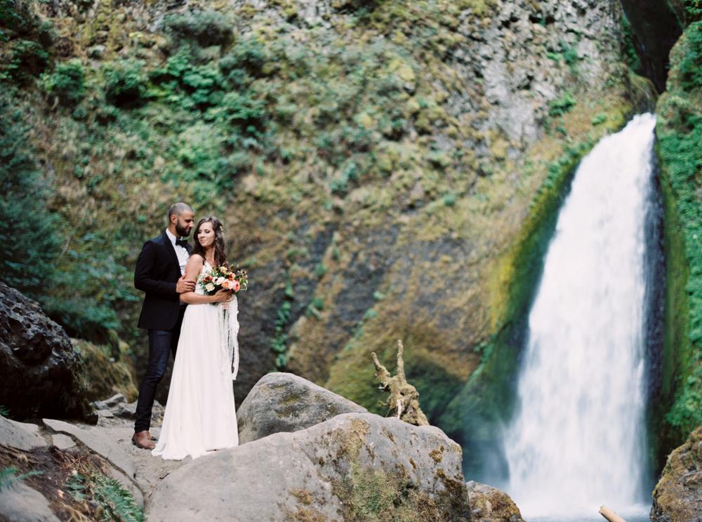 wahclella falls wedding fine art elopement Amanda Lenhardt Photography