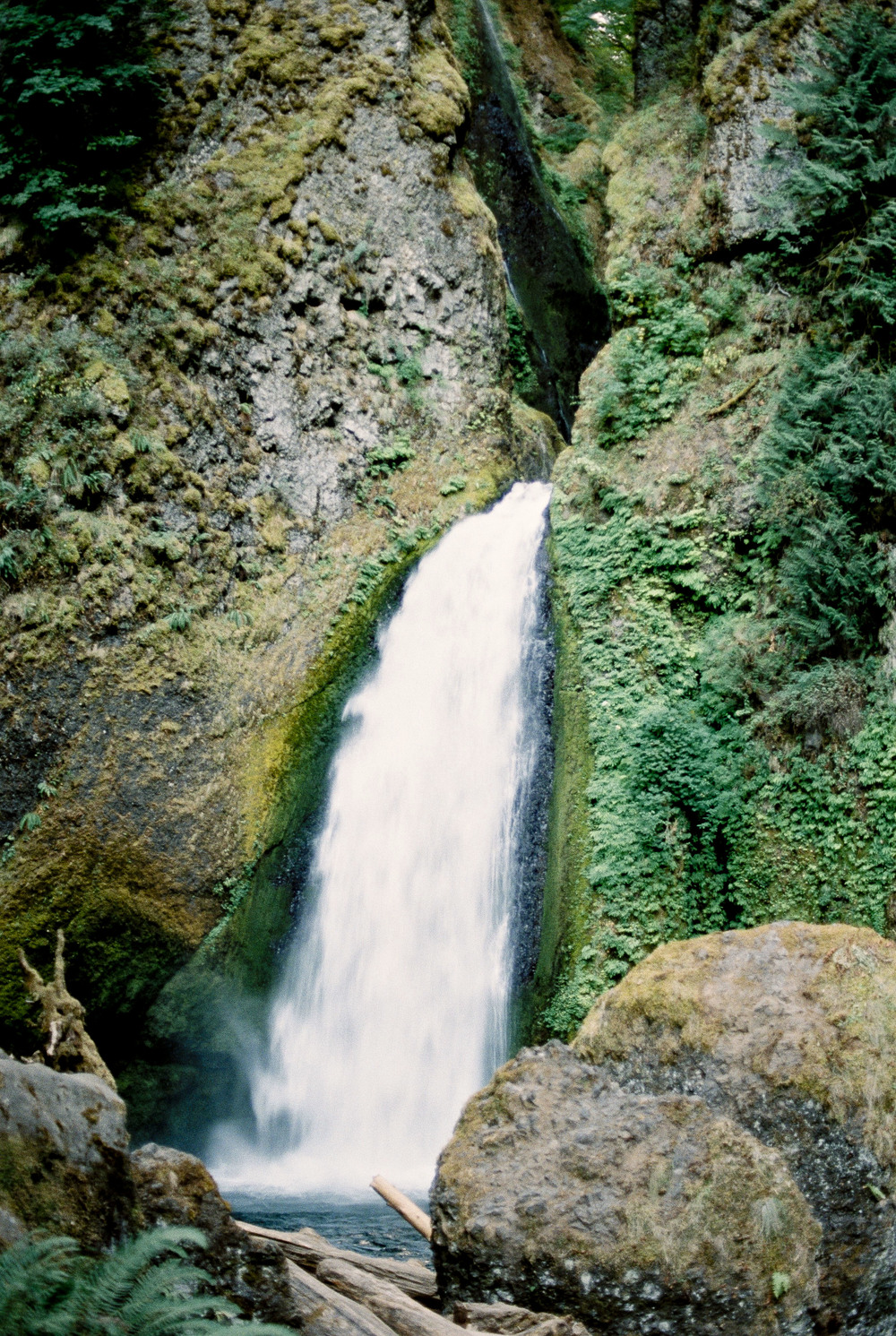 wachella falls - Oregon Elopement Photographer - Oregon Travel - Amanda Lenhardt Photography