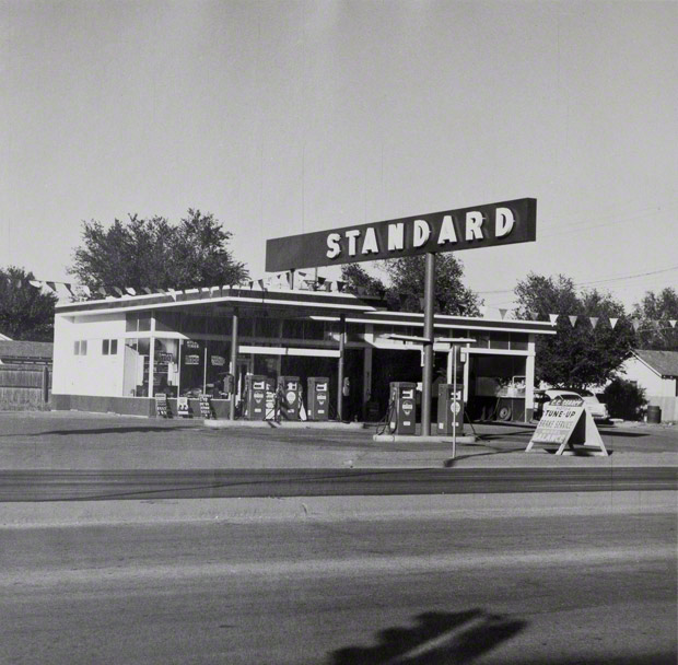 Photo Credits linked:Standard, Amarillo, Texas, Ed Ruscha, 1962. Image courtesy Gagosian Gallery, Los Angeles. © Ed Ruscha