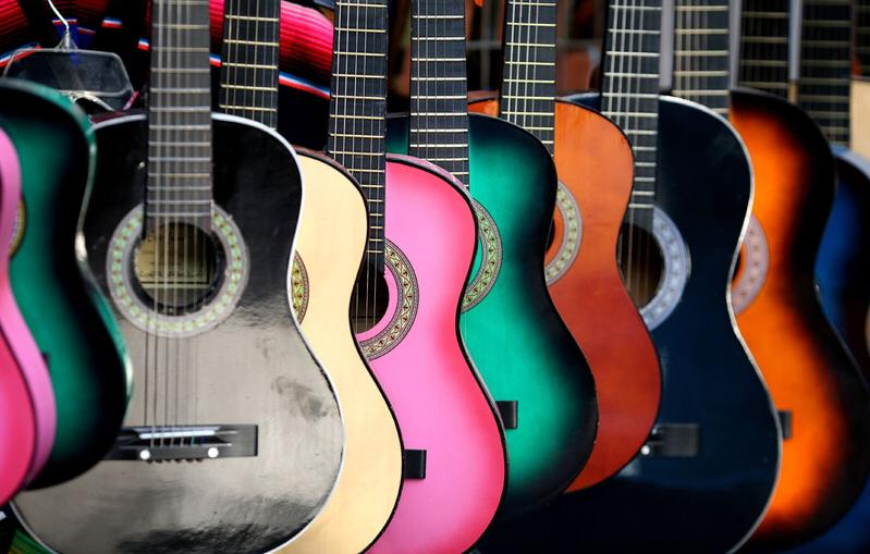 Guitars & Ukuleles -