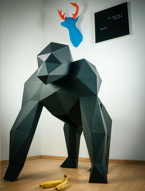 xxl-papercraft-gorilla-black-papertrophy.jpg