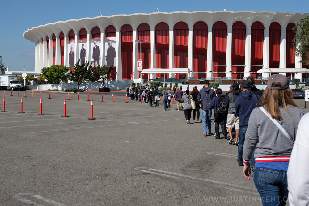 General Admission Line outside of The Forum
