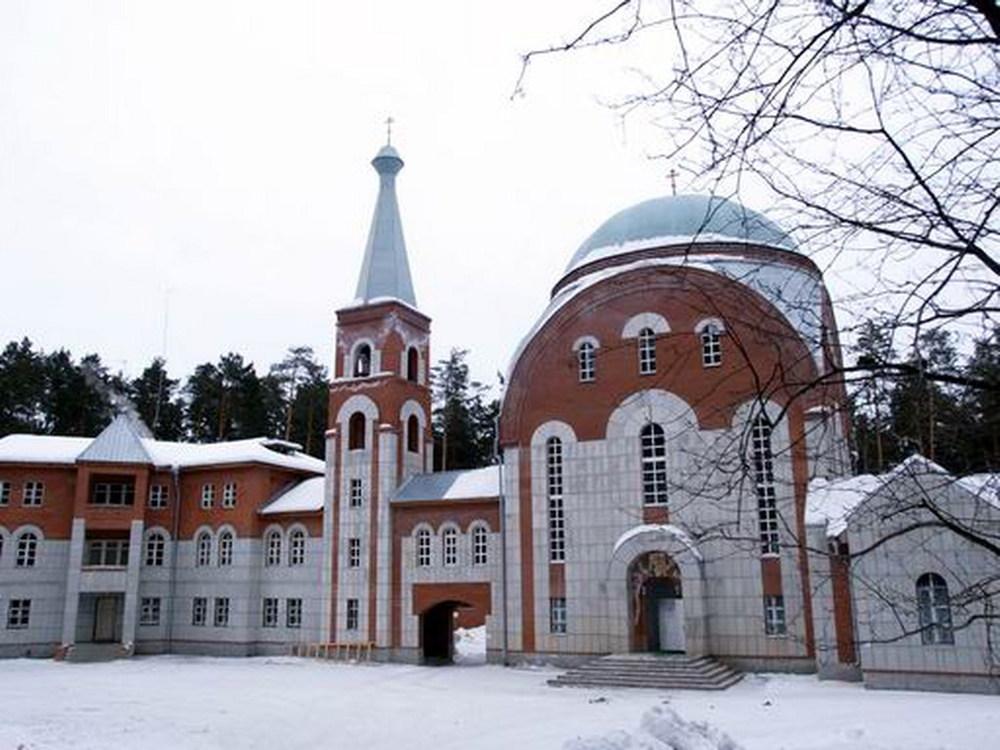 Свято-Пантелеимоновский храм.jpg
