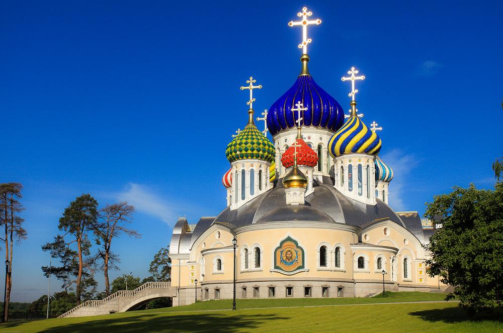 1.51 Храм святого князя  игоря Черниговского в Переделкино.jpg