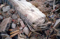 Aderans Yetersizliği (Kiriş demir aralarına beton girmemiş)