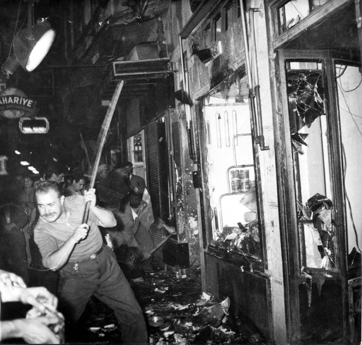 fotoğraf: 6-7 Eylül 1955 Olayları (Kaynak:  http://6-7eylul.babilder.org )