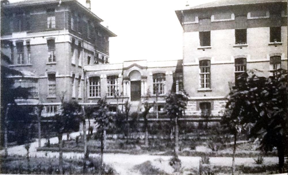 İstanbul Ermeni Hatanesi Gulbenkian ve Unciyan Binaları.jpg