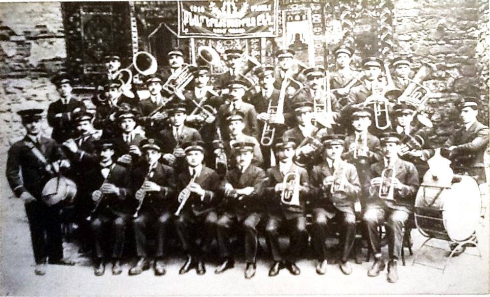 İstanbul Kumkapı Knar Flarmoni Derneği Orkestrası 1910.jpg