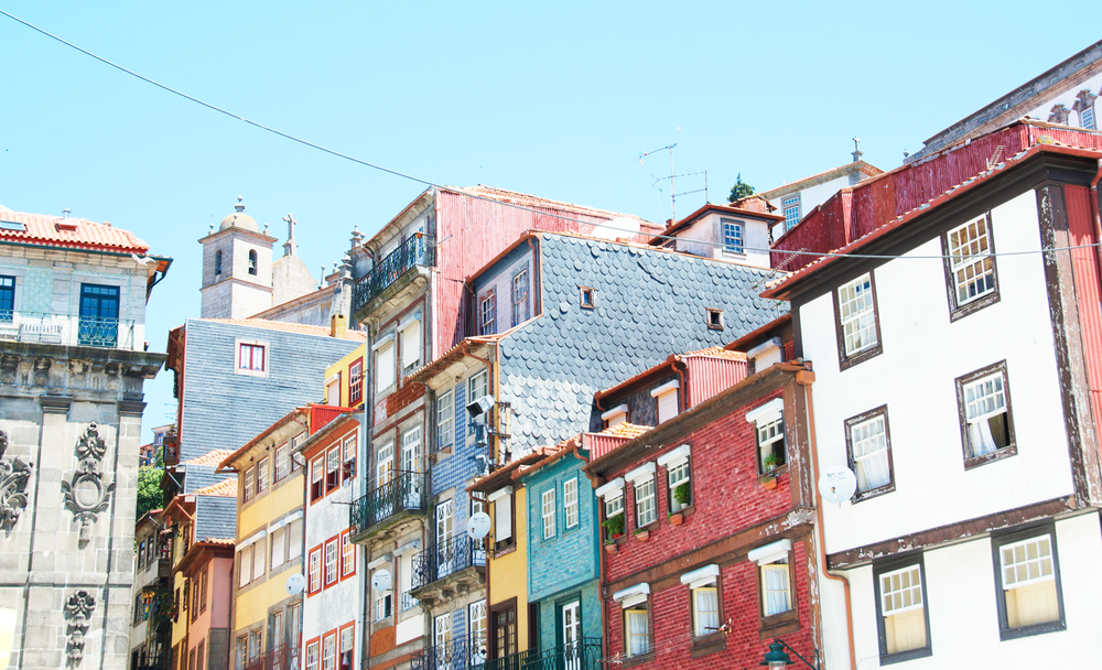 colorful-buildings-porto-portugal.png